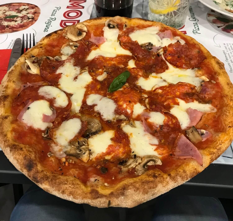 Pizza regina + salami piquant - Pomodoro - France - Augny